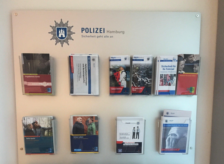 Infomaterial bei der Polizei Hamburg