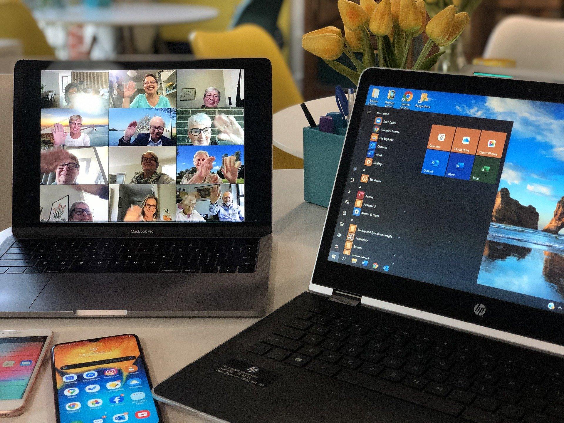 Videokonferenz auf Laptop und Tablet